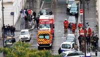 مهاجم يطعن اثنين في موقع الهجوم على مجلة شارلي إبدو الفرنسية