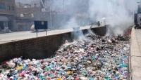 تعز.. شكاوى مستمرة من أضرار تكدس النفايات في الأحياء والشوارع