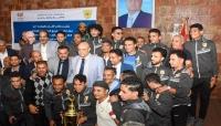 محافظ تعز يكرم نادي الصقر لكرة اليد الفائز ببطولة الجمهورية