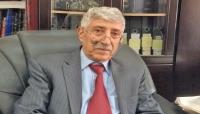 أسرة الدكتور عبد العزيز المقالح تنفي شائعات عن وفاته