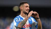 ميلان يسقط في عقر داره أمام نابولي ويواصل الابتعاد عن قمة الدوري الإيطالي