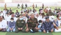 وزير الكهرباء ووكيل محافظة المهرة الأول يؤديان صلاة العيد مع جموع المصلين بمدينة الغيضة