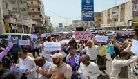 مسيرة حاشدة في تعز تطالب بإقالة المسؤولين الفاسدين