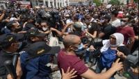 تونس..حركة النهضة تدين اقتحام محتجين لمقراتها