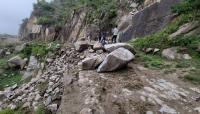 تعز..موطنون يناشدون السلطات بإعادة فتح طرق تضررت جراء السيول في جبل حبشي