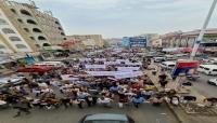 مظاهرة حاشدة في تعز تطالب برحيل المحافظ ومحاكمة الفاسدين
